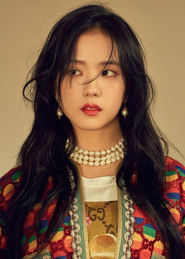 Netizen tranh cãi Jisoo (BLACKPINK) có khuôn mặt phù hợp làm diễn viên hay idol, câu chốt hạ khiến ai cũng gật gù - Ảnh 12.