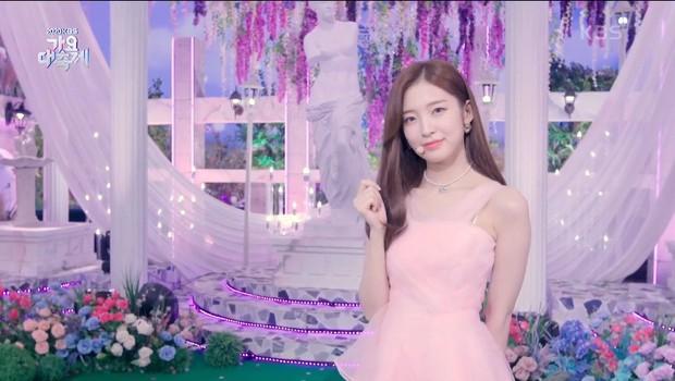 2 màn sốc visual nhất KBS Gayo Daechukje 2020: 4 em út xinh hết phần thiên hạ, nhưng chưa bằng soái tỷ diện Hanbok của vua - Ảnh 4.