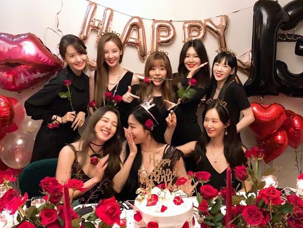 Tiffany (SNSD) vừa đeo khẩu trang vừa hát tại đám cưới bạn, Knet tấm tắc khen đã xinh lại còn chu đáo - Ảnh 5.