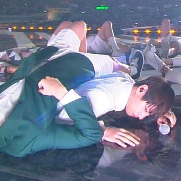 Knet bật cười trước phản ứng của V khi BTS có thành viên thứ 8, đào lại khoảnh khắc 5 năm trước đến giờ vẫn không thay đổi! - Ảnh 7.
