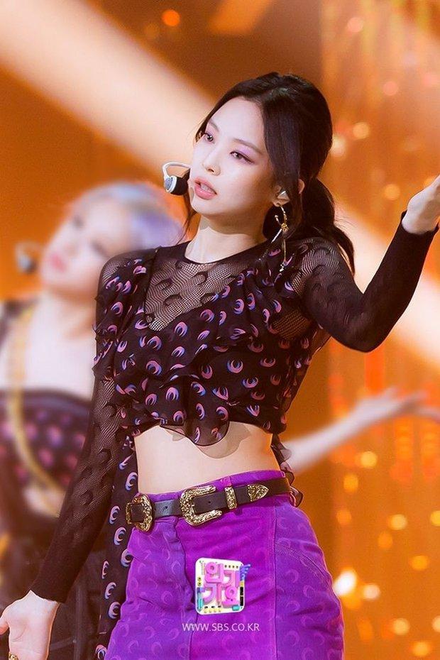 90% idol Hàn đều nghiện thương hiệu vầng trăng khuyết nhưng netizen lại chẳng mấy ai cảm được - Ảnh 1.