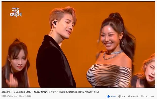 Vượt qua cả BTS và TWICE, Jessi cùng rapper nhà GOT7 sở hữu tiết mục view cao nhất tại KBS Gayo Daechukje 2020 nhờ bàn tay lịch thiệp! - Ảnh 2.