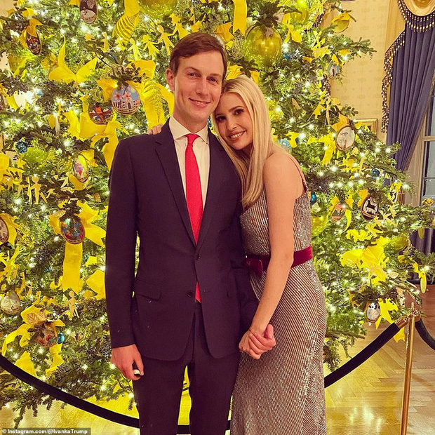Vợ chồng Tổng thống Trump rạng rỡ trong ảnh Giáng sinh chính thức, dân mạng tinh mắt nhận ra một chi tiết gây khó hiểu - Ảnh 5.