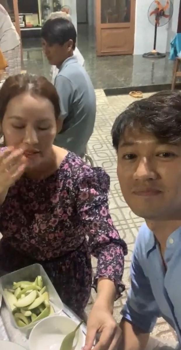 Quý Bình livestream tiết lộ sở thích của bà xã, Thanh Hà liền đặt nghi vấn cặp đôi có em bé - Ảnh 2.