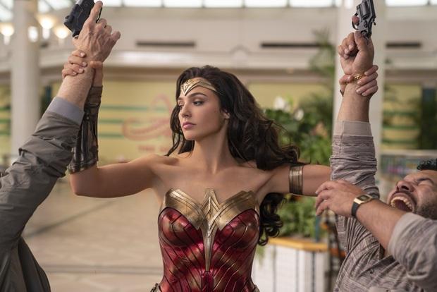 Wonder Woman 1984 trừ cái kết sến sẩm văn vở ra, thì ngồi há mồm cho chị đại với bồ phát cẩu lương cũng đủ đã! - Ảnh 10.