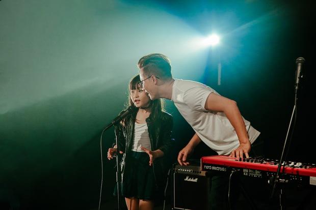 Ca sĩ Hoàng Bách ra mắt MV do con gái 8 tuổi sáng tác: Không muốn con mình trở thành một sao nhí hay hiện tượng mạng - Ảnh 9.