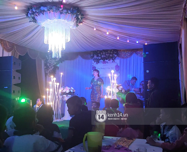 Tiệc đãi khách trước đám cưới Công Phượng ở Nghệ An: Chú rể rạng rỡ liên hoan cùng gia đình, khách đông như trẩy hội, hé lộ lễ đường cho hôn lễ ngày mai! - Ảnh 8.