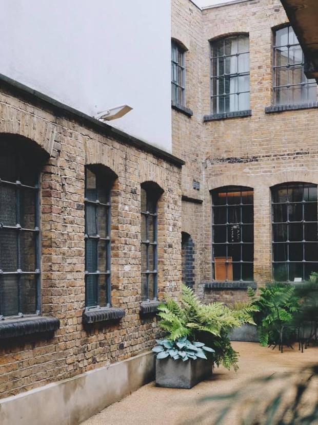 Cô gái Việt ở London mua nhà máy đồng hồ cũ rồi cải tạo thành nhà ở, chuyển hẳn nội thất từ Việt Nam sang - Ảnh 10.