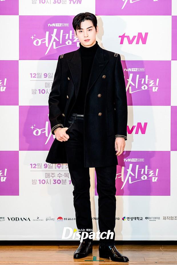 Cặp đôi Cha Eun Woo - Moon Ga Young khoe visual đẹp không góc chết tại sự kiện, nữ phụ nhăn nhó khó hiểu giật trọn spotlight - Ảnh 4.