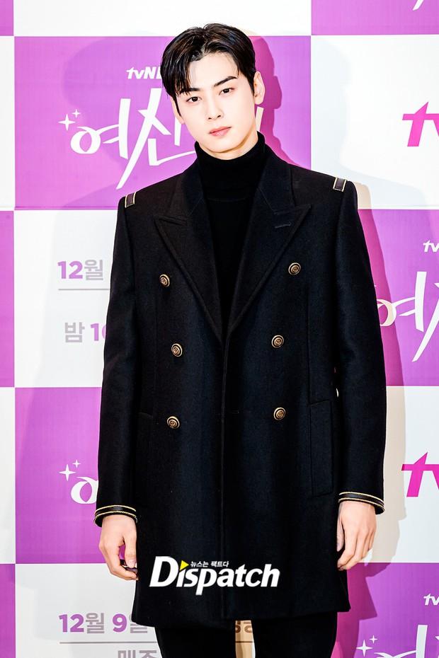 Cặp đôi Cha Eun Woo - Moon Ga Young khoe visual đẹp không góc chết tại sự kiện, nữ phụ nhăn nhó khó hiểu giật trọn spotlight - Ảnh 2.