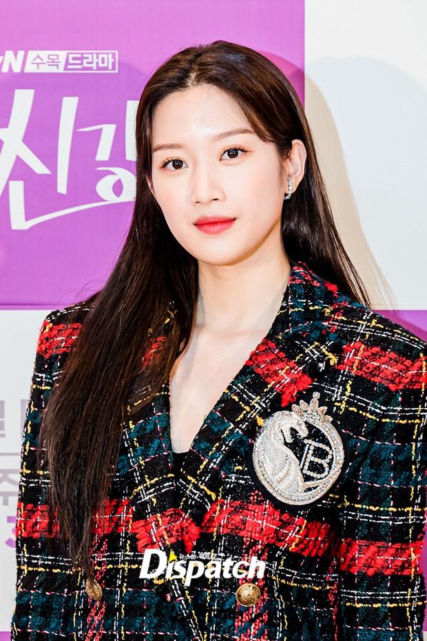 Cặp đôi Cha Eun Woo - Moon Ga Young khoe visual đẹp không góc chết tại sự kiện, nữ phụ nhăn nhó khó hiểu giật trọn spotlight - Ảnh 5.