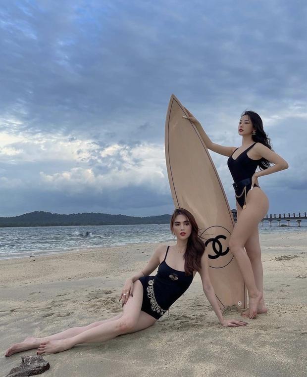 Ngọc Trinh và Chi Pu đợi mãi mới đến ngày ôm phản lao ra biển, khoe dáng nóng bỏng bên chiếc ván 250 triệu - Ảnh 4.