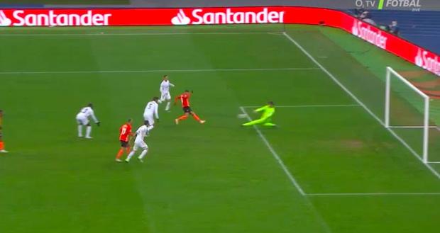 Real Madrid thất bại trên đất Ukraine lạnh giá - Ảnh 2.