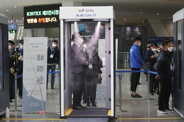 Kỷ lục hơn 70.000 người cách ly tại nhà ở Hàn Quốc - Ảnh 1.