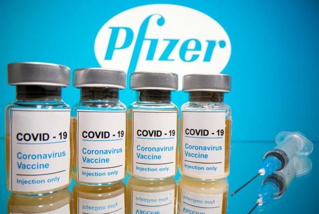 Nóng: Đã có quốc gia đầu tiên trên thế giới phê duyệt vaccine COVID-19 của Pfizer - Ảnh 1.
