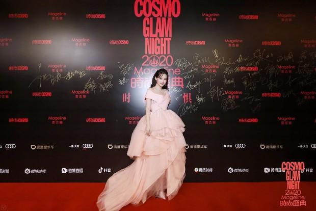 Dàn sao khủng đổ bộ thảm hồng COSMO: Công chúa Dương Mịch so kè nhan sắc bên Đường Yên, học trò Lisa chặt chém ác liệt - Ảnh 10.