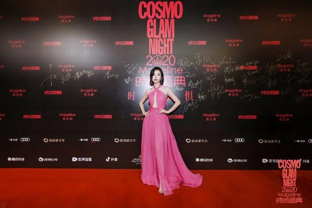 Dàn sao khủng đổ bộ thảm hồng COSMO: Công chúa Dương Mịch so kè nhan sắc bên Đường Yên, học trò Lisa chặt chém ác liệt - Ảnh 32.