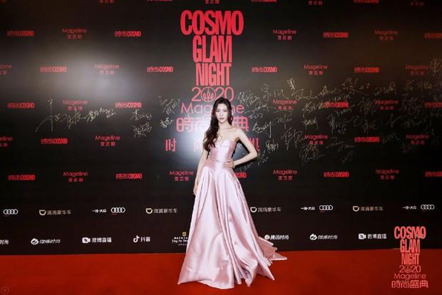 Dàn sao khủng đổ bộ thảm hồng COSMO: Công chúa Dương Mịch so kè nhan sắc bên Đường Yên, học trò Lisa chặt chém ác liệt - Ảnh 36.