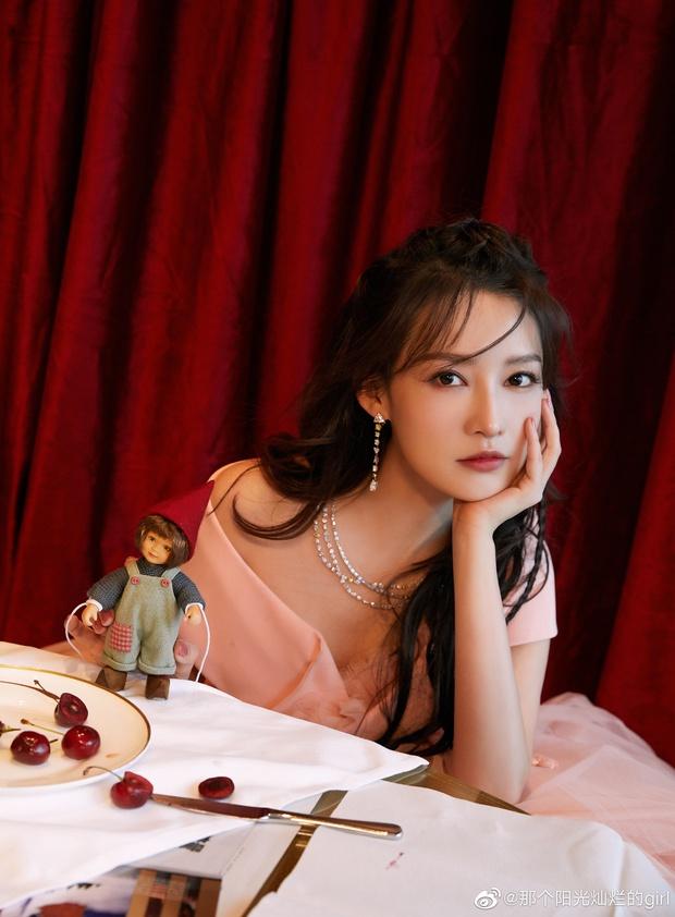 Dàn sao khủng đổ bộ thảm hồng COSMO: Công chúa Dương Mịch so kè nhan sắc bên Đường Yên, học trò Lisa chặt chém ác liệt - Ảnh 8.