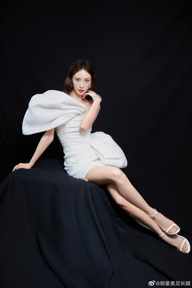 Dàn sao khủng đổ bộ thảm hồng COSMO: Công chúa Dương Mịch so kè nhan sắc bên Đường Yên, học trò Lisa chặt chém ác liệt - Ảnh 15.