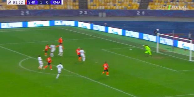 Real Madrid thất bại trên đất Ukraine lạnh giá - Ảnh 4.
