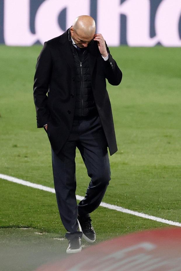 Real Madrid thất bại trên đất Ukraine lạnh giá - Ảnh 7.