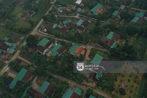 Hé lộ không gian cưới rộng 500m2 của Công Phượng tại Nghệ An: Chú rể đội mũ cối đi kiểm tra, rạp được trang trí lãng mạn giữa sân bóng - Ảnh 15.