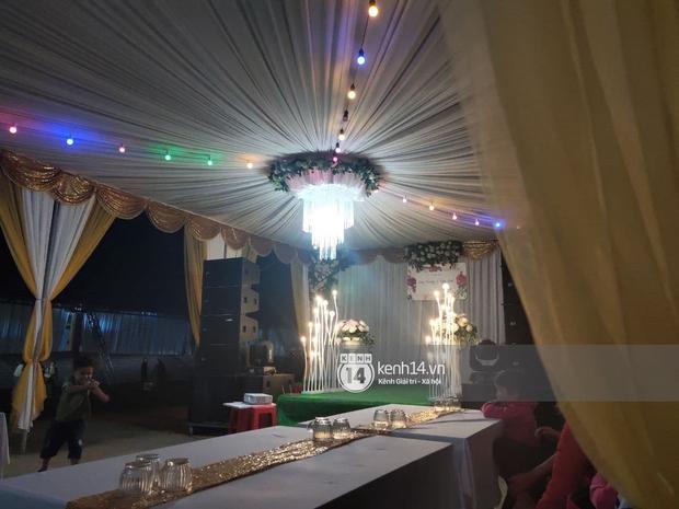 Tiệc đãi khách trước đám cưới Công Phượng ở Nghệ An: Chú rể rạng rỡ liên hoan cùng gia đình, khách đông như trẩy hội, hé lộ lễ đường cho hôn lễ ngày mai! - Ảnh 10.