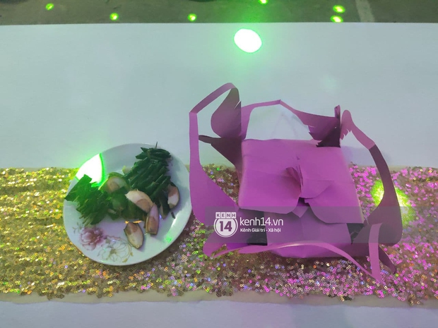 Tiệc đãi khách trước đám cưới Công Phượng ở Nghệ An: Chú rể rạng rỡ liên hoan cùng gia đình, khách đông như trẩy hội, hé lộ lễ đường cho hôn lễ ngày mai! - Ảnh 12.