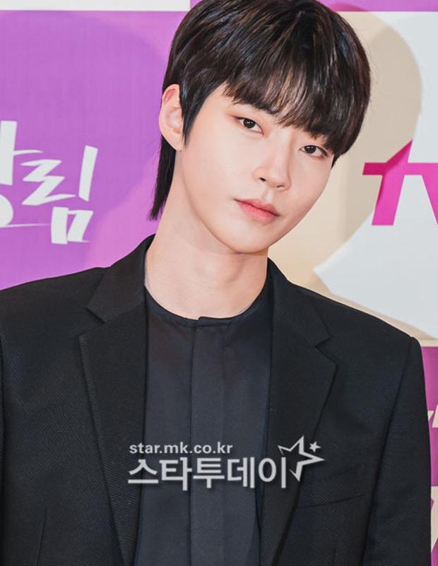 Cặp đôi Cha Eun Woo - Moon Ga Young khoe visual đẹp không góc chết tại sự kiện, nữ phụ nhăn nhó khó hiểu giật trọn spotlight - Ảnh 10.