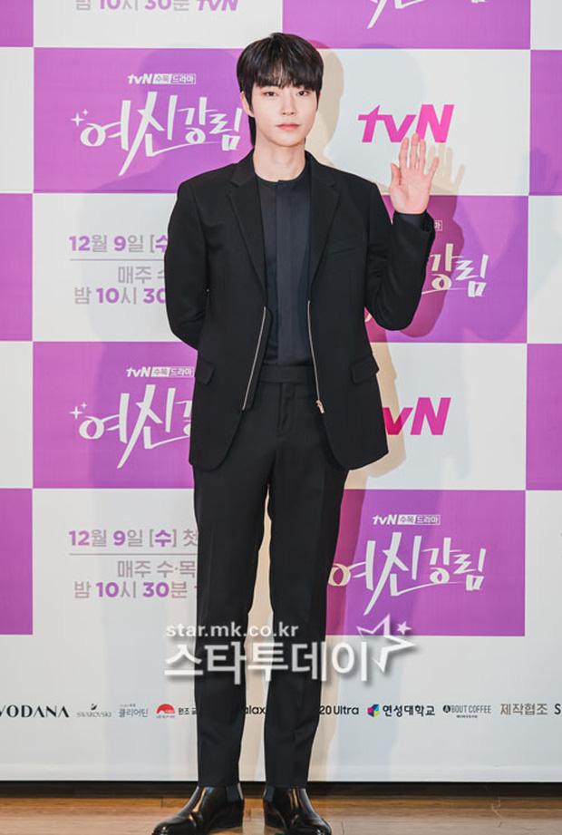 Cặp đôi Cha Eun Woo - Moon Ga Young khoe visual đẹp không góc chết tại sự kiện, nữ phụ nhăn nhó khó hiểu giật trọn spotlight - Ảnh 11.