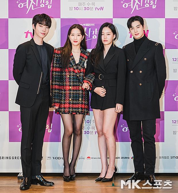 Cặp đôi Cha Eun Woo - Moon Ga Young khoe visual đẹp không góc chết tại sự kiện, nữ phụ nhăn nhó khó hiểu giật trọn spotlight - Ảnh 15.