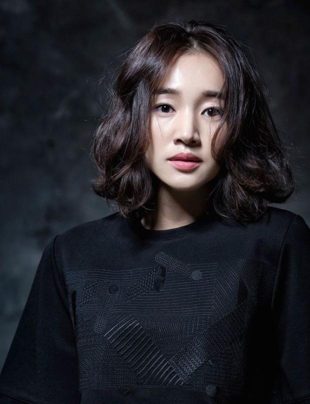Sau 4 năm biệt tích giang hồ, nữ hoàng nước mắt Soo Ae trở lại màn ảnh nhỏ với phim kinh dị tâm lý 19+ - Ảnh 2.