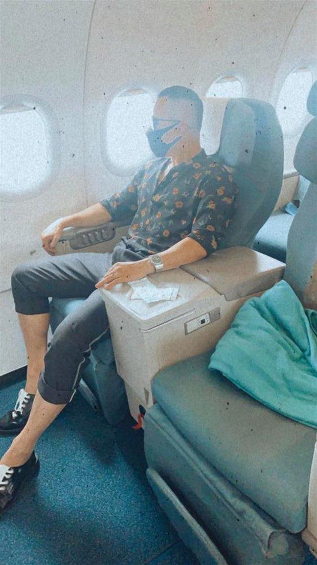 Vừa có tin ca nhiễm Covid-19 mới, Vũ Khắc Tiệp lên luôn máy bay rời TP.HCM, netizen nhắc luôn lại vụ cách ly 5 lần - Ảnh 2.