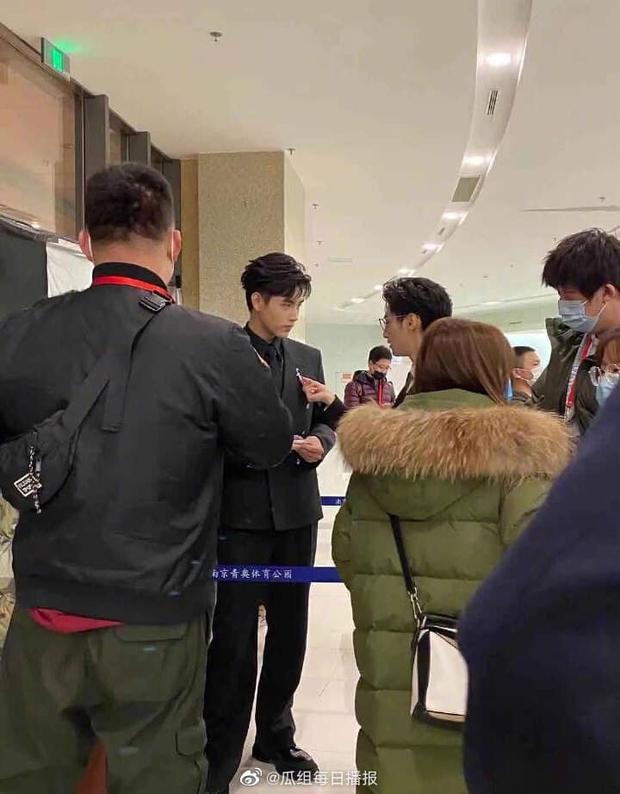 Hai cặp đam mỹ siêu hot đọ hint ở sự kiện Tencent: Chiến - Bác tái ngộ qua một cây bút, đôi Hạo Y Hành quấn quýt sau cánh gà - Ảnh 2.