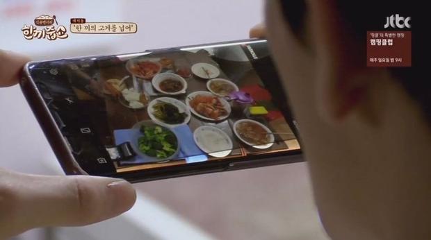 Nhóm nhạc Hàn - NCT khiến fan ngớ người với sở thích dùng điện thoại kì lạ - Ảnh 3.