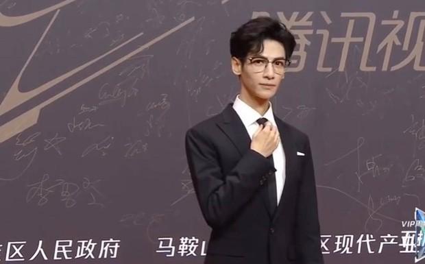 Hai cặp đam mỹ siêu hot đọ hint ở sự kiện Tencent: Chiến - Bác tái ngộ qua một cây bút, đôi Hạo Y Hành quấn quýt sau cánh gà - Ảnh 5.