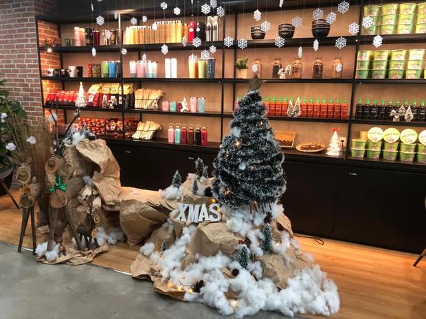 Dân tình tranh top trang trí Noel ở chỗ làm: Cứ gọi là ơ mây zing gút chóp các bạn ơi! - Ảnh 7.