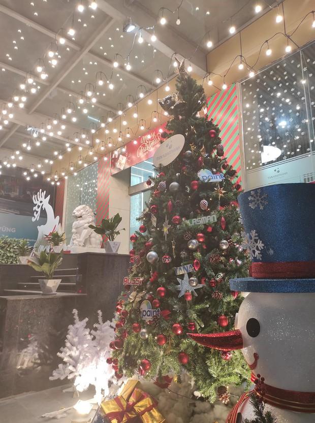 Dân tình tranh top trang trí Noel ở chỗ làm: Cứ gọi là ơ mây zing gút chóp các bạn ơi! - Ảnh 9.