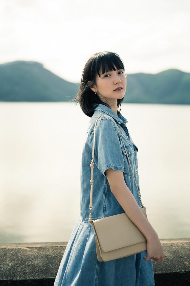 Sơn Tùng M-TP mặc vest điển trai còn Hải Tú thì xinh đẹp trong veo như mối tình đầu, fan xem MV mà xỉu ngang xỉu dọc - Ảnh 10.