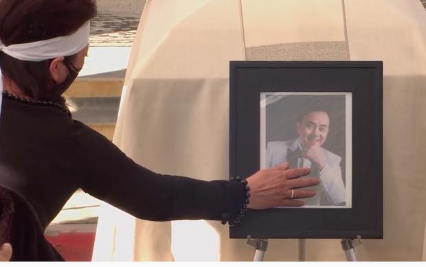 """Hé lộ chia sẻ của vợ trong sổ tang NS Chí Tài: """"Nhìn lên các vì sao, em biết anh đang mỉm cười và nói anh thương Bé Heo"""" - Ảnh 6."""