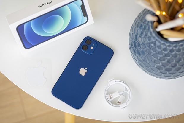 Người Việt phải bỏ thêm 1,78 triệu đồng để mua phụ kiện cho iPhone - Ảnh 2.