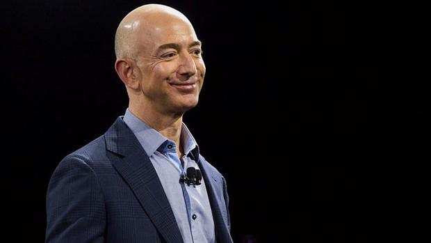 Top CEO công nghệ được lòng nhân viên nhất thế giới: Sếp Facebook và Amazon gây bất ngờ lớn! - Ảnh 9.