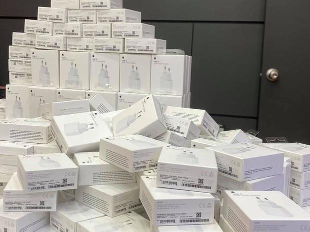 Người Việt phải bỏ thêm 1,78 triệu đồng để mua phụ kiện cho iPhone - Ảnh 1.