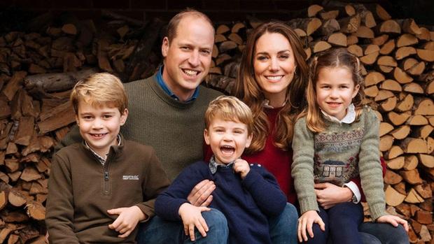 Gia đình hoàng gia trên thế giới tung ảnh thiệp Giáng sinh, nhà Công nương Kate lần đầu lép vế trước vẻ đẹp hoàn mỹ của Hoàng gia Bỉ - Ảnh 1.