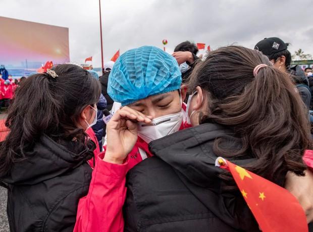 Loạt ảnh Trung Quốc năm 2020: Khủng hoảng và đau thương vì COVID-19, các di tích hàng trăm năm tuổi lần lượt bị nuốt chửng khi mẹ thiên nhiên nổi giận - Ảnh 14.