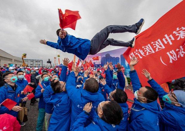 Loạt ảnh Trung Quốc năm 2020: Khủng hoảng và đau thương vì COVID-19, các di tích hàng trăm năm tuổi lần lượt bị nuốt chửng khi mẹ thiên nhiên nổi giận - Ảnh 15.