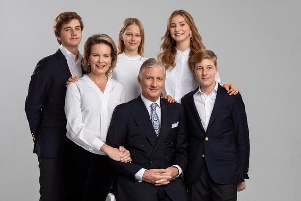 Gia đình hoàng gia trên thế giới tung ảnh thiệp Giáng sinh, nhà Công nương Kate lần đầu lép vế trước vẻ đẹp hoàn mỹ của Hoàng gia Bỉ - Ảnh 3.