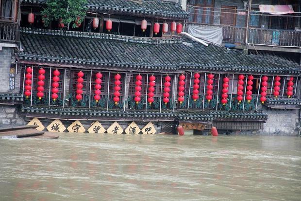 Loạt ảnh Trung Quốc năm 2020: Khủng hoảng và đau thương vì COVID-19, các di tích hàng trăm năm tuổi lần lượt bị nuốt chửng khi mẹ thiên nhiên nổi giận - Ảnh 28.