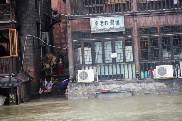 Loạt ảnh Trung Quốc năm 2020: Khủng hoảng và đau thương vì COVID-19, các di tích hàng trăm năm tuổi lần lượt bị nuốt chửng khi mẹ thiên nhiên nổi giận - Ảnh 29.